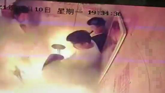 北京:市民发现电动车进楼进电梯,可打12345举报