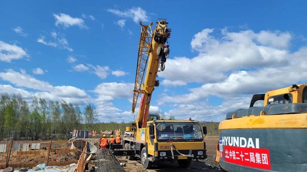 我国首条穿越多年冻土区高铁正式开建!