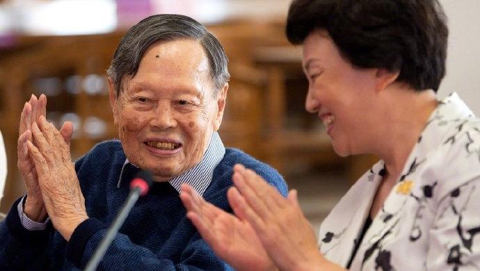 99岁杨振宁捐赠2000余件珍贵资料给清华大学