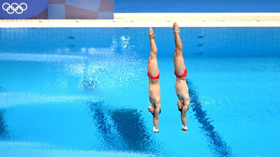 曹缘与陈艾森获得跳水男子双人10米跳台银牌