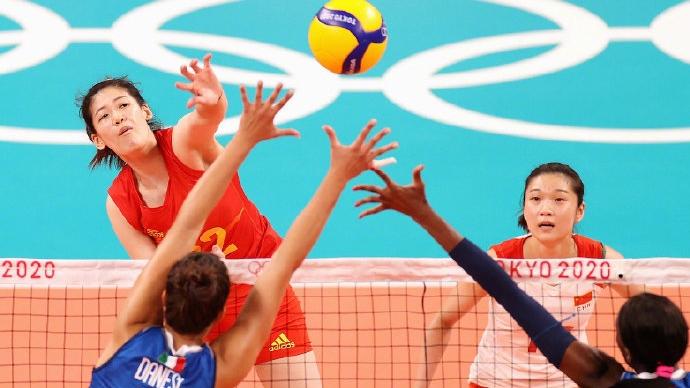 中国女排3-0击败意大利,取得小组赛首胜