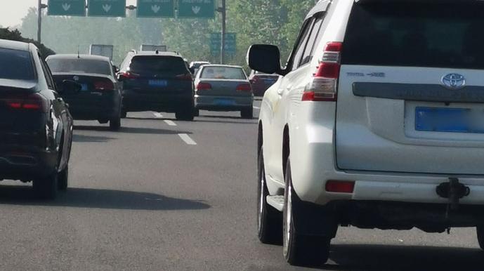 最新!这些高速行驶缓慢,这类车辆临时管制