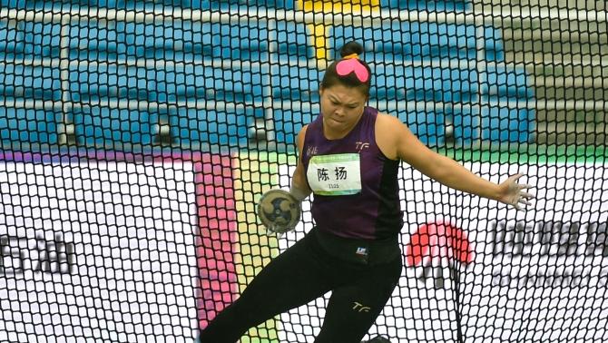 唐山选手陈扬与队友获得十四运田径女子投掷团体金牌