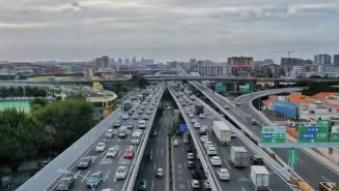 """中消协""""十一""""消费维权报告:新能源车充电排长队"""